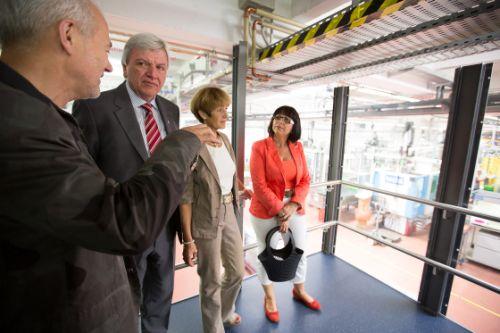 V.l.: Firmeninhaber Stephan Koziol, Ministerpräsident Volker Bouffier mit Ehefrau Ursula sowie Landtagsabgeordnete Judith Lannert. Bildquelle: A. Kurz/CDU Hessen