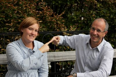 Fingerspitzengefühl: Lisa Skedung und Mark Rutland vom Institut für Oberflächenchemie an der KTH in Stockholm.