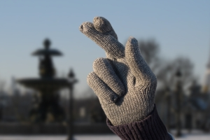 LOTO_GLOVES-CROSSED_FINGERS