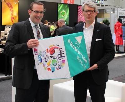 Arno Reich (l), Abteilungsleiter der Deutschen Messe, und Michael Freter, Managing Director PSI.