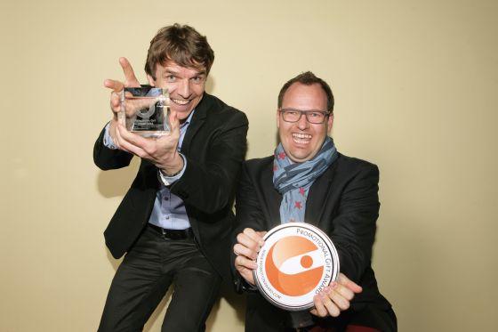 """Gerhard Bezold (l) und Christian Höfling von der Werbeartikelagentur Werbemax nahmen 2015 einen Promotional Gift Award in der Kategorie """"Sonderanfertigung"""" entgegen."""