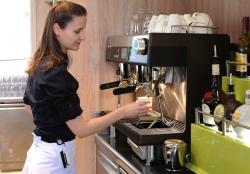 wmf 250x174 - WMF espresso verwöhnt an der neu gestalteten Pool Bar die Passagiere der AIDAcara mit leckeren Kaffeekreationen
